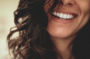 Как часто вы стараетесь не улыбаться, чтобы спрятать свои зубы?